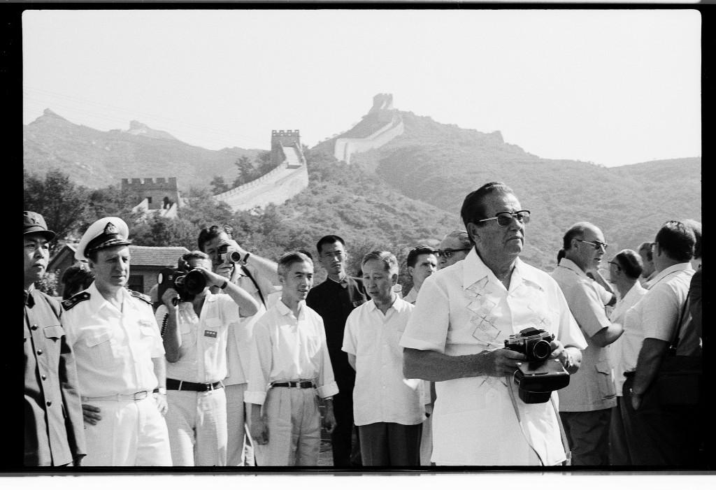 Joco Žnidaršič, Tito visiting The Great Wall of China, 1977. Courtesy of Galerija Fotografija. © Joco Žnidaršič